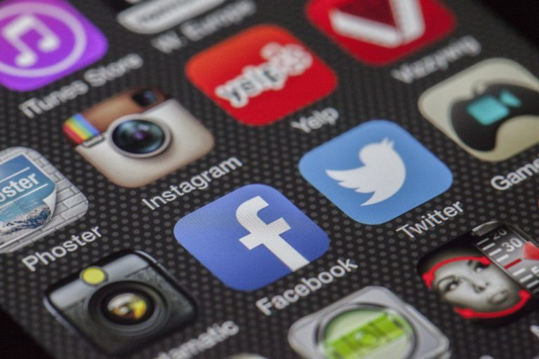 How social media functions in the growth of business